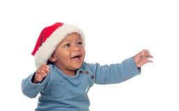 Bambino africano adorabile con il cappello di Natale immagini stock libere da diritti