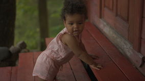 Bambino afroamericano felice video d archivio