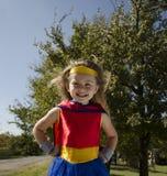 Bambino agghindato come un supereroe immagini stock libere da diritti