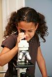 Bambino al banco Fotografia Stock Libera da Diritti