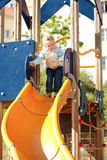 Bambino al campo da giuoco Immagini Stock Libere da Diritti