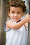 Bambino all'esterno immagini stock libere da diritti