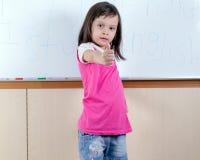 Bambino alla lavagna Fotografie Stock Libere da Diritti