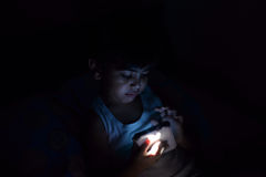 Bambino alla notte Fotografie Stock Libere da Diritti