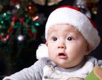 Bambino alla notte di Natale immagini stock libere da diritti