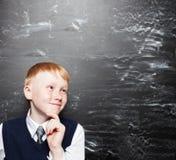 Bambino alla scuola all'aula Fotografia Stock