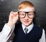 Bambino alla scuola all'aula Immagini Stock