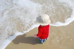 Bambino alla spiaggia Immagine Stock Libera da Diritti