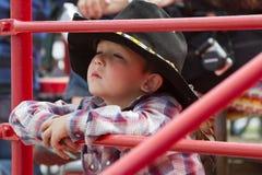 Bambino alle sorelle, rodeo 2011 dell'Oregon Fotografia Stock Libera da Diritti