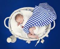 Bambino appena nato addormentato Fotografia Stock Libera da Diritti