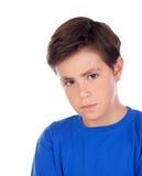 Bambino arrabbiato con dieci anni e la maglietta blu immagine stock libera da diritti