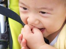 Bambino asiatico in passeggiatore di seduta Immagini Stock Libere da Diritti