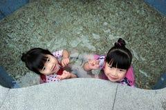 Bambino asiatico in sorgente calda Immagini Stock Libere da Diritti