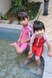 Bambino asiatico in sorgente calda immagine stock libera da diritti