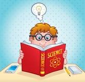 Bambino astuto che legge un libro di scienza Immagine Stock Libera da Diritti