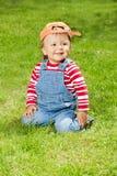 Bambino astuto che si siede nel prestito Fotografie Stock