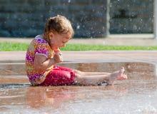 Bambino bagnato ed emozionante Fotografia Stock