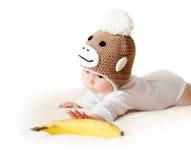 Bambino in cappello della scimmia Immagine Stock
