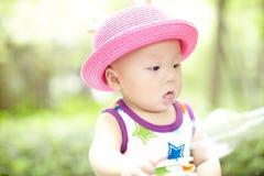 Bambino in cappello rosso Immagine Stock
