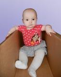 Bambino in casella Fotografia Stock