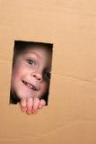 Bambino in casella fotografie stock