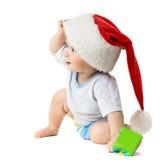 Bambino che dà una occhiata fuori da sotto i cappelli di Natale Immagini Stock Libere da Diritti