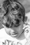 Bambino che fa le espressioni facciali sconosciute Fotografia Stock Libera da Diritti