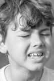 Bambino che fa le espressioni facciali sconosciute Immagine Stock Libera da Diritti