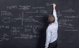 Bambino che fa matematica complessa Immagini Stock Libere da Diritti