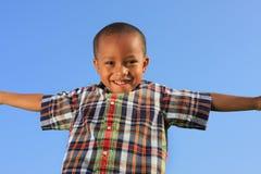 Bambino che finge di volare Fotografia Stock
