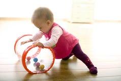 Bambino che gioca nel paese Fotografie Stock Libere da Diritti