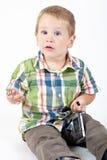 Bambino che gioca nello studio Immagine Stock