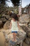 Bambino che gioca sulla spiaggia in Oahu Hawai Immagini Stock Libere da Diritti