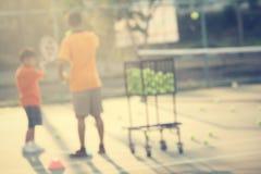 Bambino che gioca tennis Fotografie Stock Libere da Diritti