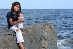 Bambino che gode del puntello del lago Immagini Stock