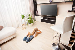 Bambino che guarda TV Fotografia Stock