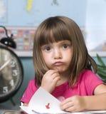 Bambino che impara nell'aula Fotografia Stock