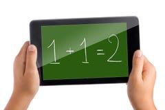 Bambino che impara per la matematica con la compressa Fotografia Stock Libera da Diritti