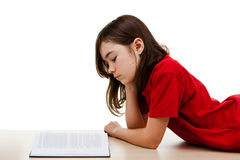 Bambino che legge a casa Immagini Stock Libere da Diritti