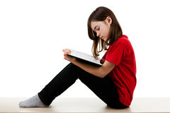 Bambino che legge a casa Fotografie Stock Libere da Diritti