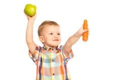Bambino che mangia alimento sano immagini stock
