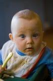 Bambino che mangia spaghetti Fotografia Stock