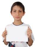 Bambino che mostra a biglietto da visita lo spazio del segno del documento in bianco Immagini Stock Libere da Diritti