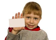 Bambino che mostra una scheda Immagini Stock Libere da Diritti