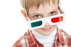 Bambino che osserva in vetri 3d Immagini Stock