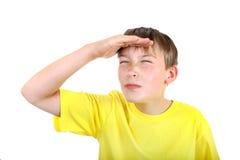 Bambino che osserva via Fotografia Stock Libera da Diritti