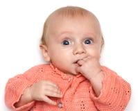 Bambino che tiene la sua mano in bocca Immagini Stock Libere da Diritti