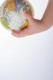 Bambino che tiene un globo e una penna in sua mano Immagine Stock Libera da Diritti