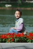 Bambino cinese con i fiori Immagini Stock