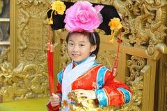 bambino cinese con i vestiti tradizionali Immagini Stock Libere da Diritti